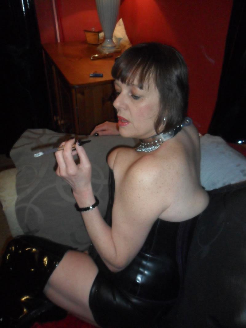 smoking fetish mistress